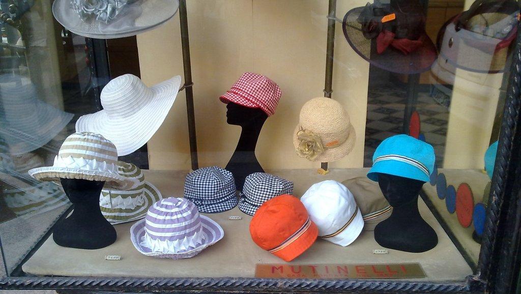 Milano italia ciaomilano negozi cappelli for Porta cappelli
