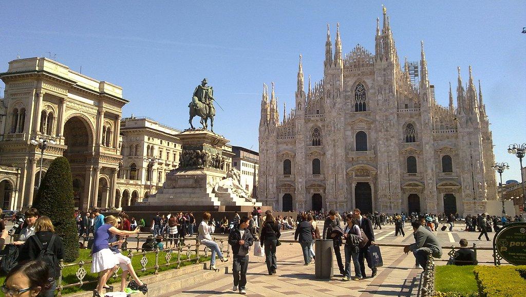 Milano italia ciaomilano piazza duomo for Negozi arredamento milano centro